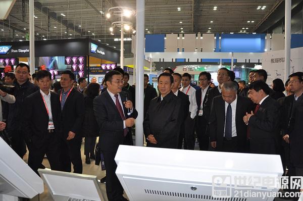 工信部副部长罗文及湖南省省长许达哲一行莅临中国电子展台观展