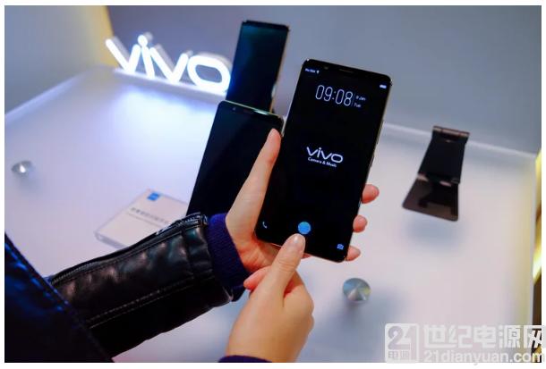 全球首发屏下指纹手机 vivo 高管:其他厂商慢等三星方案