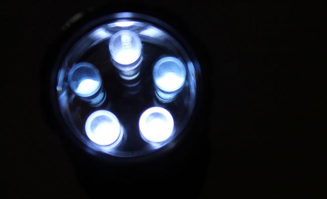 驱动高亮度 LED