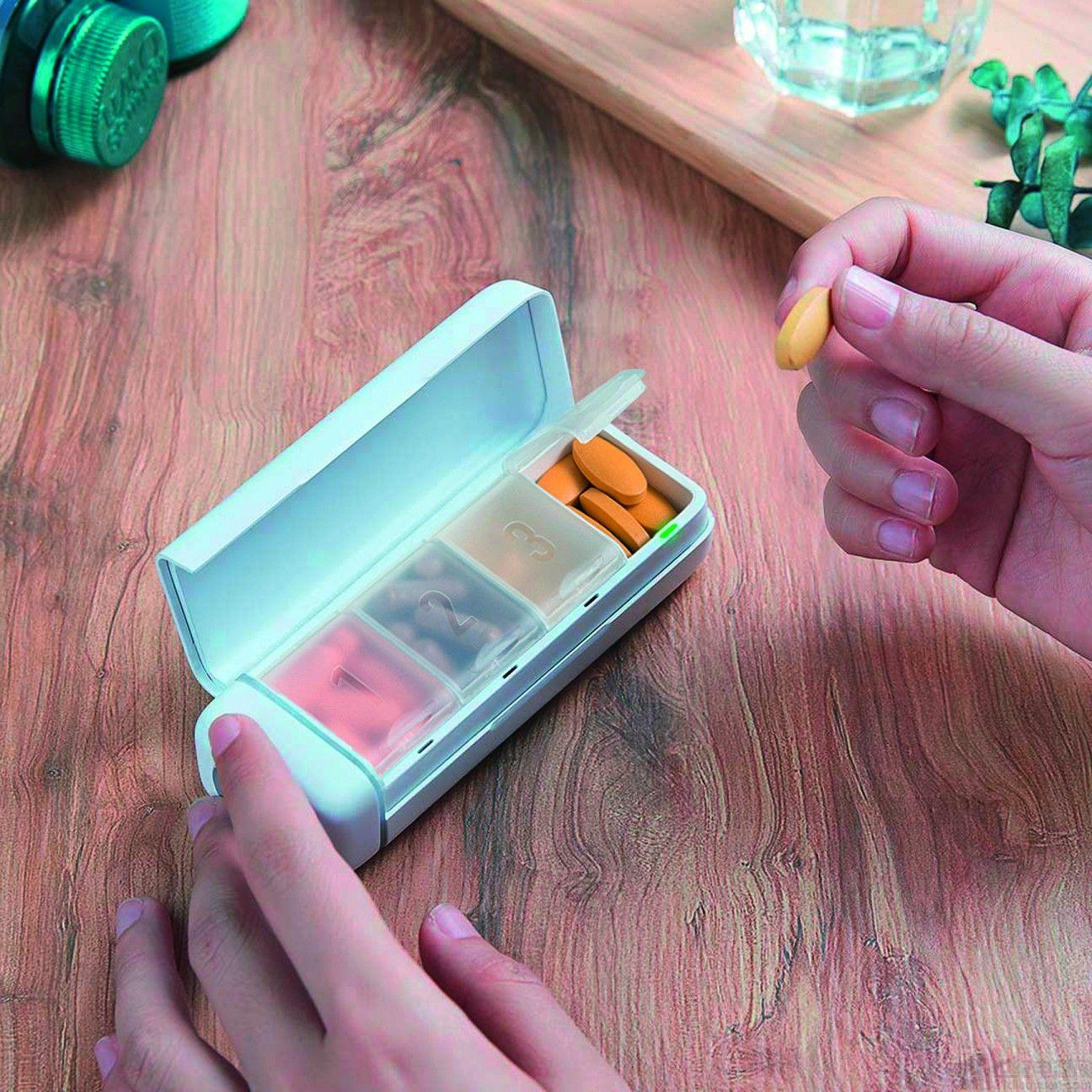 低功耗藍牙連接藥物分配器/管理器提醒用戶按時服用正確藥物