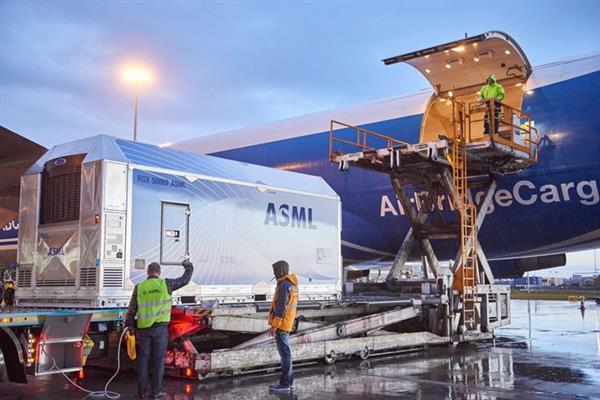 三星发力 EUV 工艺 向 ASML 订购 15 台 EUV 光刻机 价值 181 亿