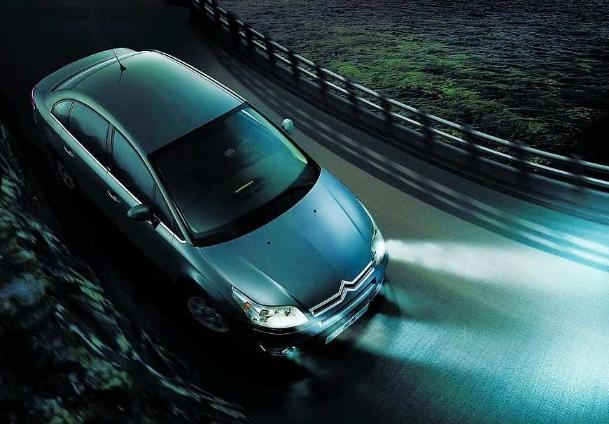 低边驱动在汽车前照灯随动转向系统中的应用