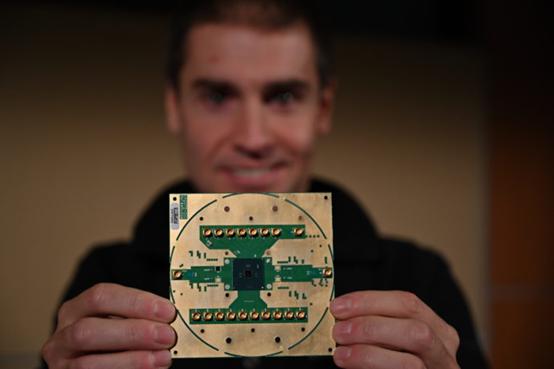 英特尔和 QuTech 共同解密全新低温量子控制芯片 Horse Ridge