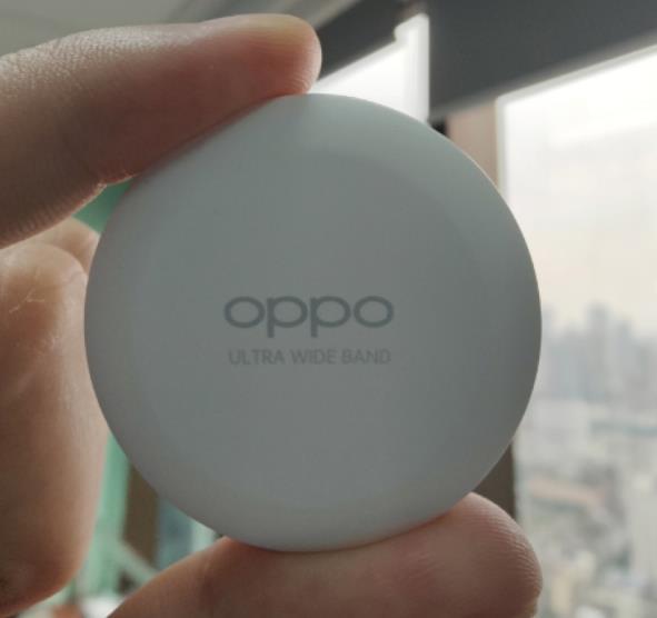 OPPO 追踪定位物品工程版实拍照曝光 申请外观专利获授权
